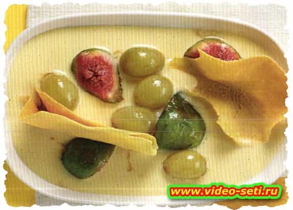 Fichi e uva caramellati su crema al passito