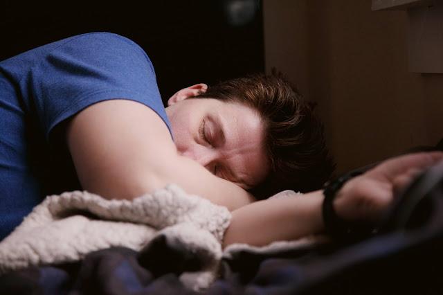 ما هي طرق النوم الصحيحة لاستعادة النشاط