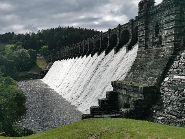 This picture shows the dam at lake vyrnwy.