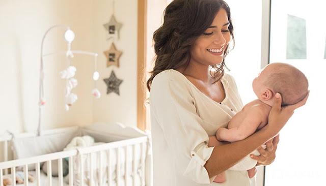 13 Arti Mimpi Menggendong Bayi Menurut Islam dan Primbon Jawa (Laki-laki dan Perempuan)
