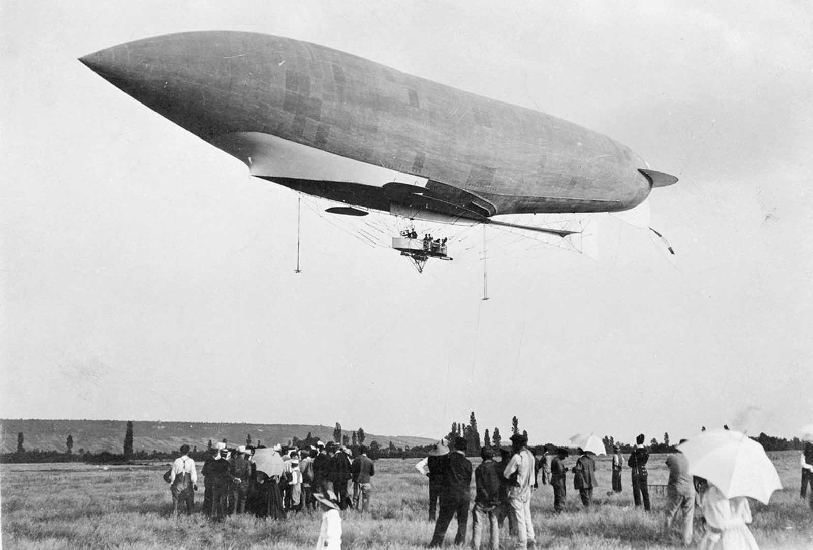 French military dirigible