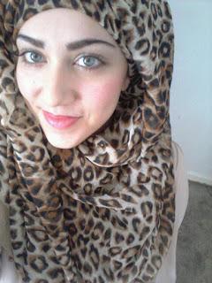 أنيسة مريم مغربية تبلغ من العمر 30 عامًا تعيش في فرنسا