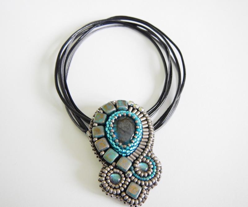Naszyjnik z labradorytem - haft koralikowy