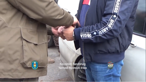 Nőknek ajánlott dániai prostitúciós munkát, majd elvette a pénzüket: bilincsben vitték el a miskolci emberkereskedőt – videó
