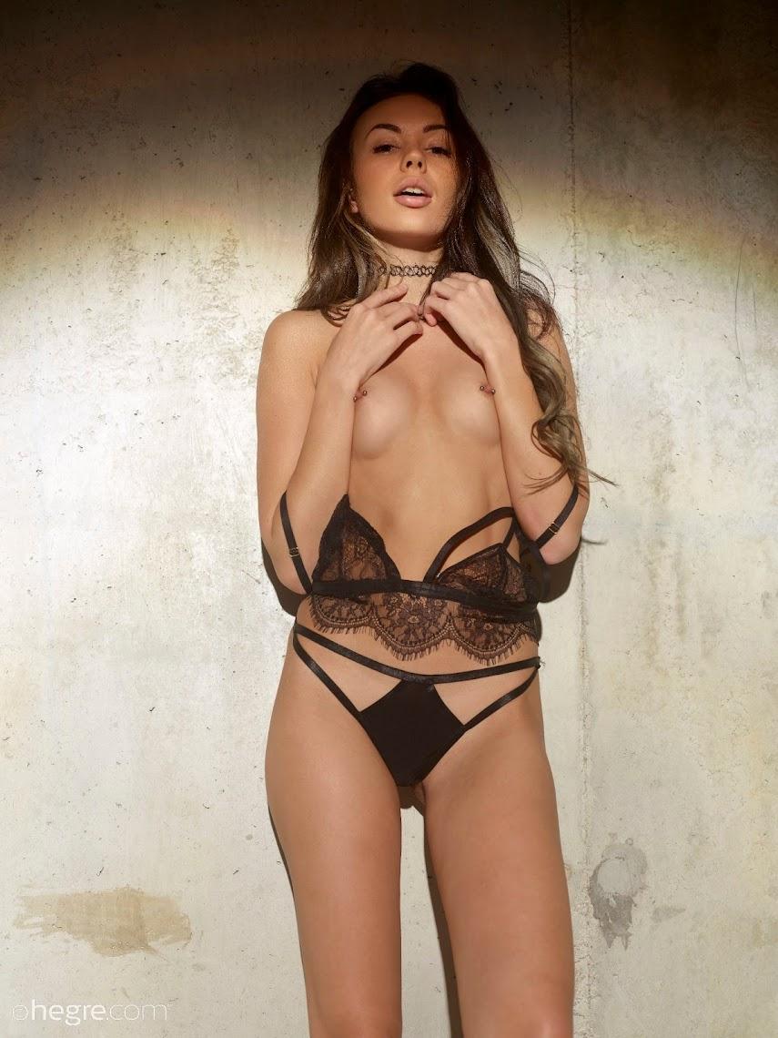 [Hegre-Art] Karina - Flirt 1499363943_karina-flirt-board-image-1920x