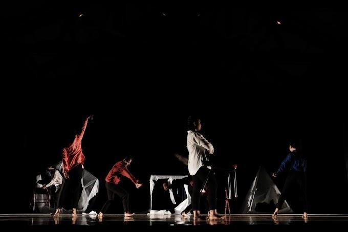 """Hujan Hijau Dance-Lab Bawa Pertunjukan """"Human?"""" di Pekan Nan Tumpah 2019"""