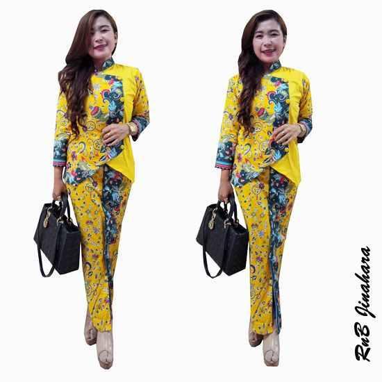 Busana Baju Batik Modern Dan Motif Terbaru - Feedage Model ... f1728e1860