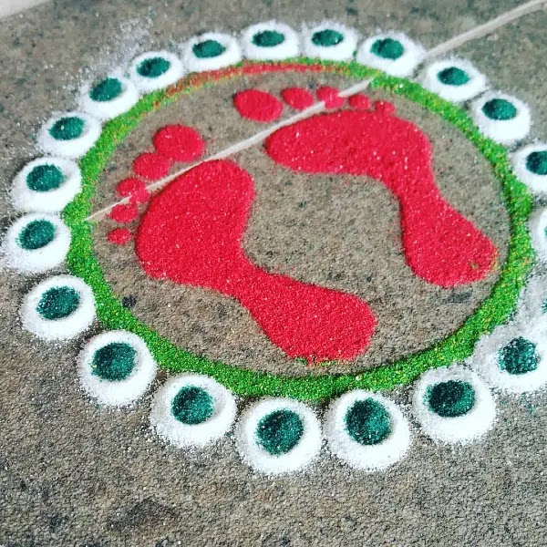 Sweet_foot_with_dots_rangoli_pattern