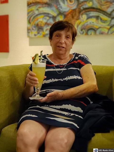 Mamis e sua piña colada no hotel Holiday Inn Algarve