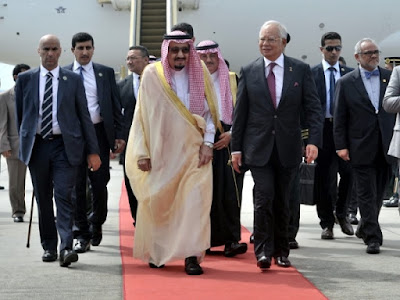 Mengapa Raja Salman Bawa Tangga Pesawat Hingga Mobil Pribadi? Jawabannya Ada di Hadits Ini