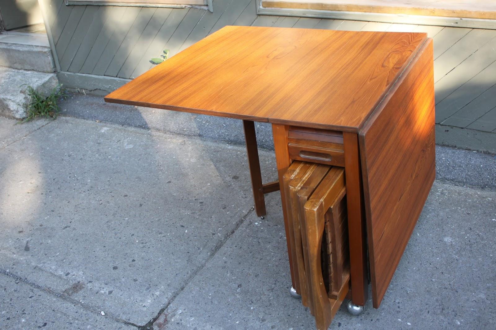 Table Rabattable Petit Espace lux intérieur: table pliante en teck (vendu)