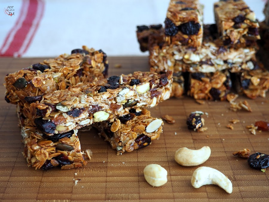Mezcla de cereales, semillas y frutos secos tostados, ligados con miel y aceite y aromatizados con especias