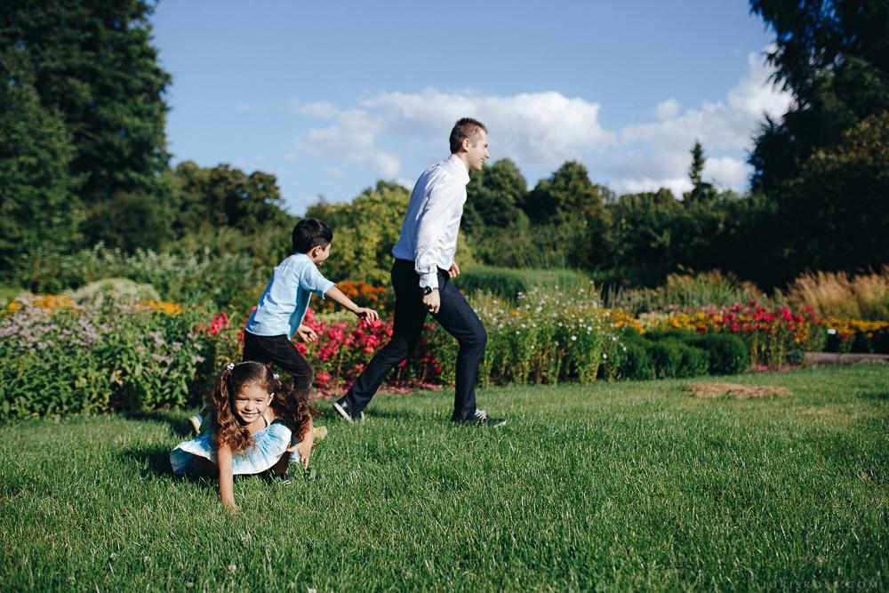 skrējiens pa dārzu