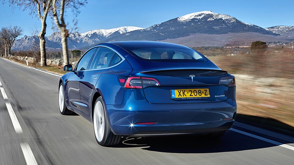 Tesla Model 3 parte atrás