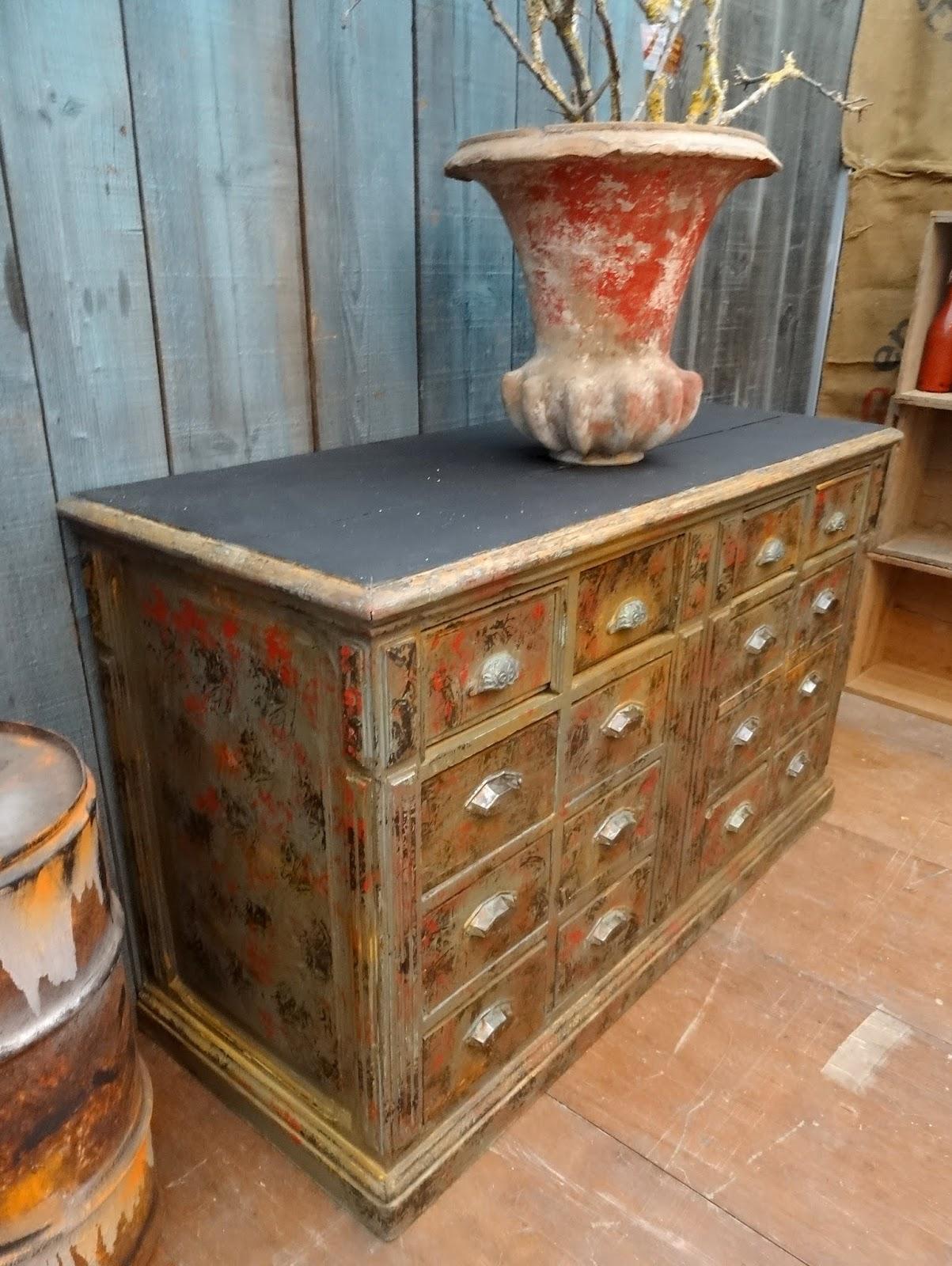 l 39 atelier de philippe meuble de m tier tiroirs peint patin. Black Bedroom Furniture Sets. Home Design Ideas