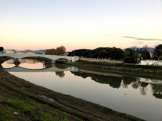 夕暮れ時のイタリア・ピサの風景