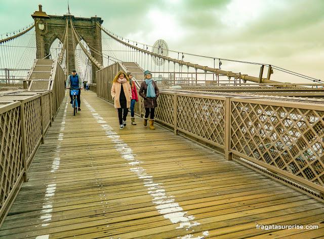 Faixa para bicicletas na Ponte do Brooklyn