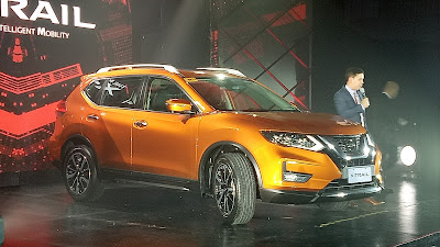 Nissan X-TRAIL in Premium Corona Orange