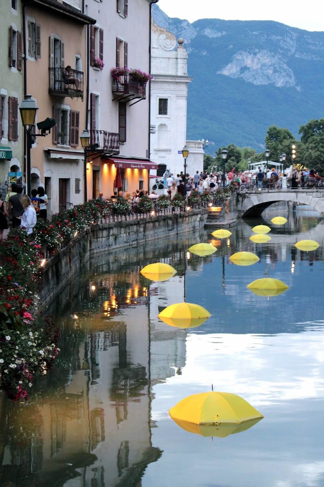 24 hours in Annecy - winding canals