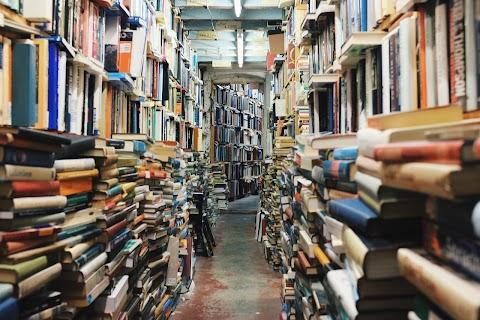 Dunia Literasi, Senjata Pamungkas Lawan Kebodohan