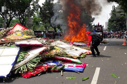 Karangan Bunga Ahok Dibakar, Buruh: Jangan Kau Kotori Jakarta dengan Pencitraanmu !!