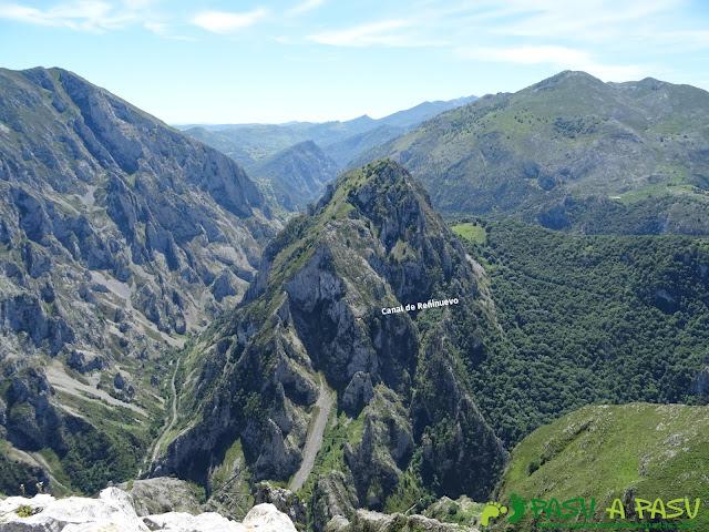 Pasada del Picayo: Vista de la Canal de Reñinuevo