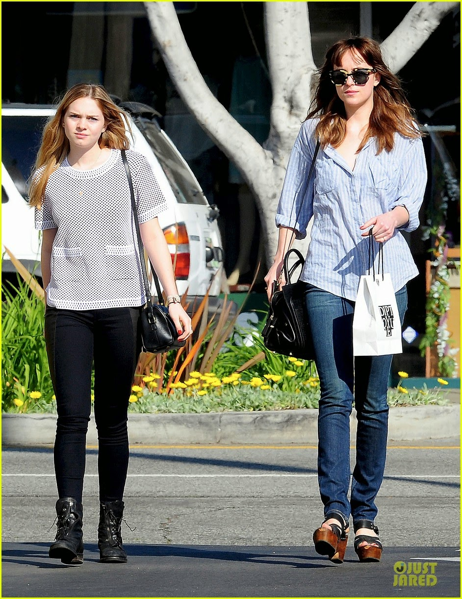 Dakota Johnson y su hermana Stella van de compras en Los Angeles- 14 Marzo