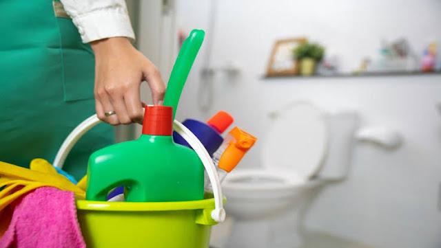 كيفية صنع منظف الحمام المنزلي بمكونات طبيعية وصحية