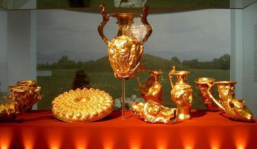 Bulgaria's Panagyurishte treasure on display in the city of Bourgas