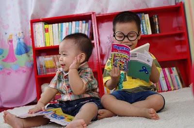 anak baca komik
