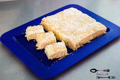 budyń, ciasta i desery, ciasto bez pieczenia, herbatniki, kokos, proste ciasto, prosty przepis, prosty przepis na, Rafaello, szybkie ciasto, wiorki kokosowe,