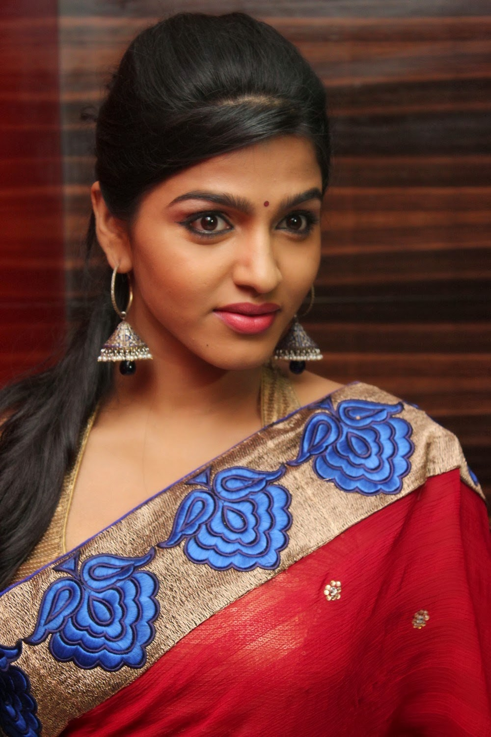 actress dhansika red saree photos gollery by indian girls whatsapp numbers