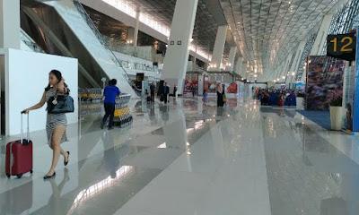 Singgah di Terminal 3 Ultimate Bandara Soekarno-Hatta yang Dipenuhi Calon Penumpang Seksi
