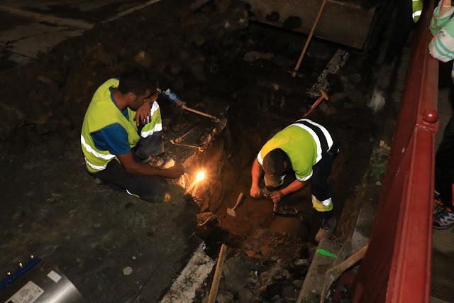 Operarios de la contrata y las brigadas trabajan en solucionar la fuga