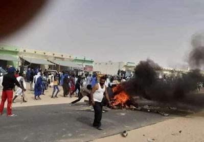 الشامي : المحتجون يضرمون النار في مركز الشرطه و يقطعون الطريق الرئيسي...تفاصيل و صور
