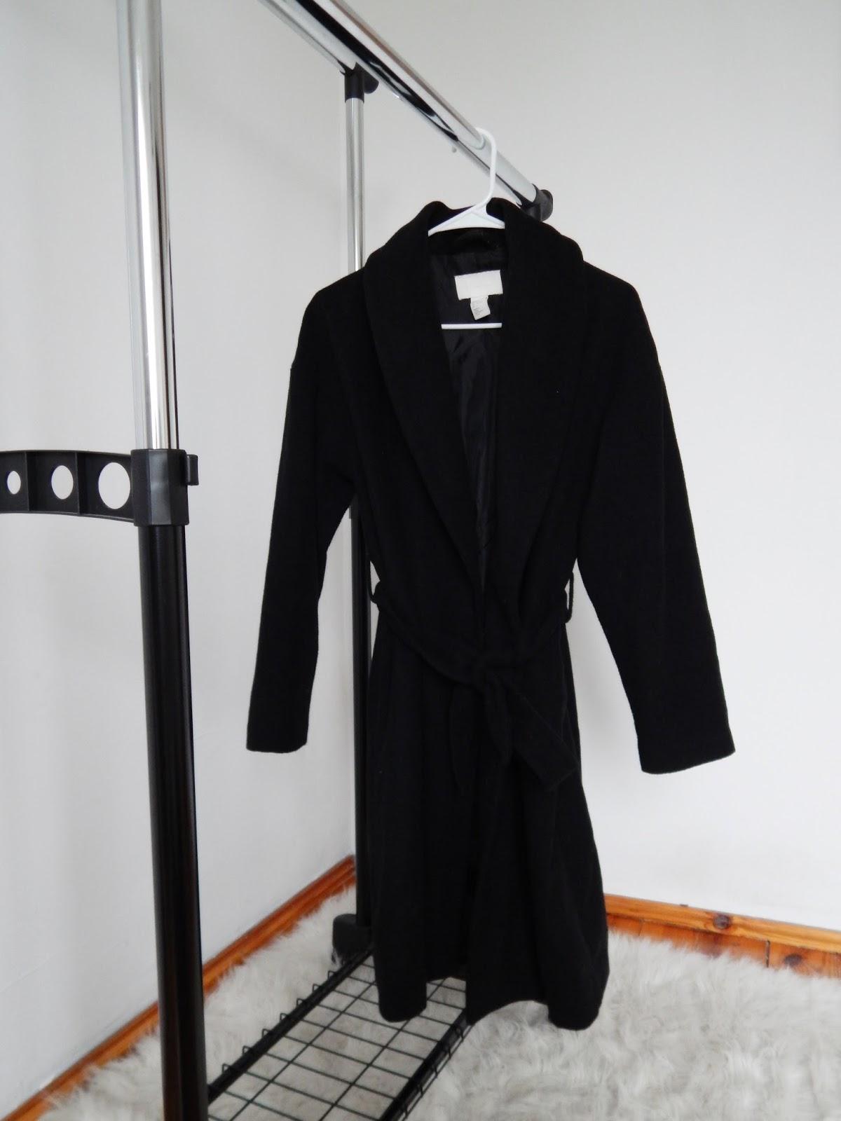 czarny płaszcz szlafrok