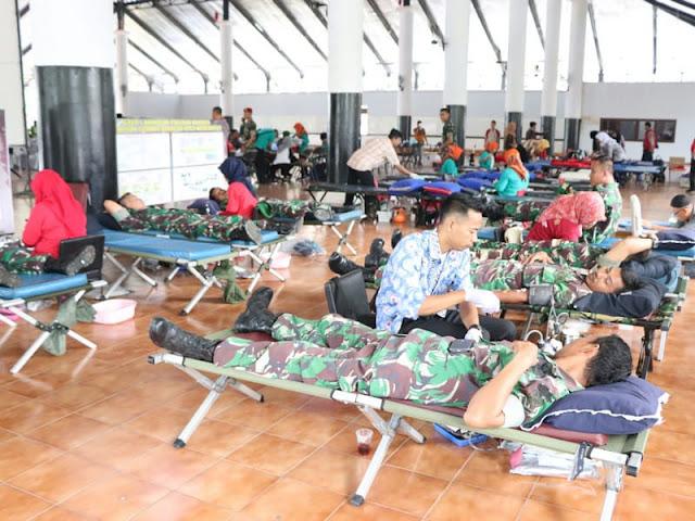 Prajurit Yon Mandala Yudha Kostrad Ikuti Donor Darah di Grup 1 Kopassus