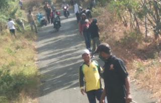 Jalan Dipenuhi Semak Belukar, Camat Donggo Pimpin Kegiatan Bhakti Sosial