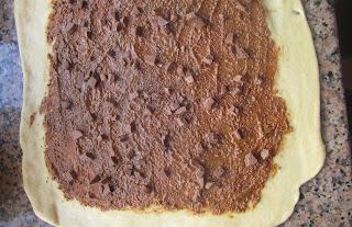 pâte à brioche fourrée au praliné et pépites de chocolat