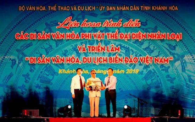 Nghệ nhân Trần Rí được phong tặng Nghệ nhân nhân dân tại buổi lễ khai mạc
