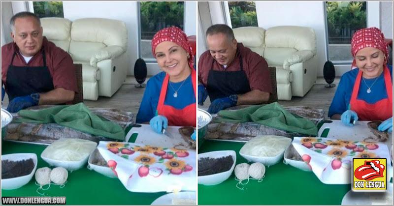 Diosdado Cabello demostró que amarra las hallacas con guantes quirúrgicos