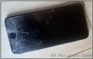 Foto de um iPhone 6 da Apple com o visor danificado por queda.