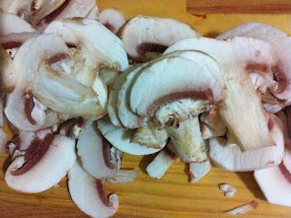 Funghi tagliati (vellutata ai gunghi e zuccine Spezio)