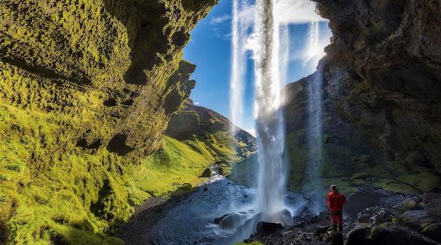 """Từ """"quái vật"""" mạnh mẽ và rộng lớn Dettifoss, Gullfoss hay Godafoss cho đến những """"dải lụa"""" cao và hẹp như Glymur, Háifoss và Hengifoss, Iceland còn có các thác nước cổ điển kiểu hình chữ nhật Skogafoss, hình thang độc đáo Dynjandi hay các dòng thác mang dáng vẻ nghệ thuật như Svartifoss… Sau đây là một số thác nước nổi bật và đẹp nhất trong số 10.000 thác ở đảo quốc châu Âu này"""
