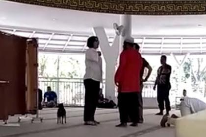 Viral, Ada Ibu-Ibu Bawa Anjing Masuk Masjid sambil Teriak-teriak di Sentul