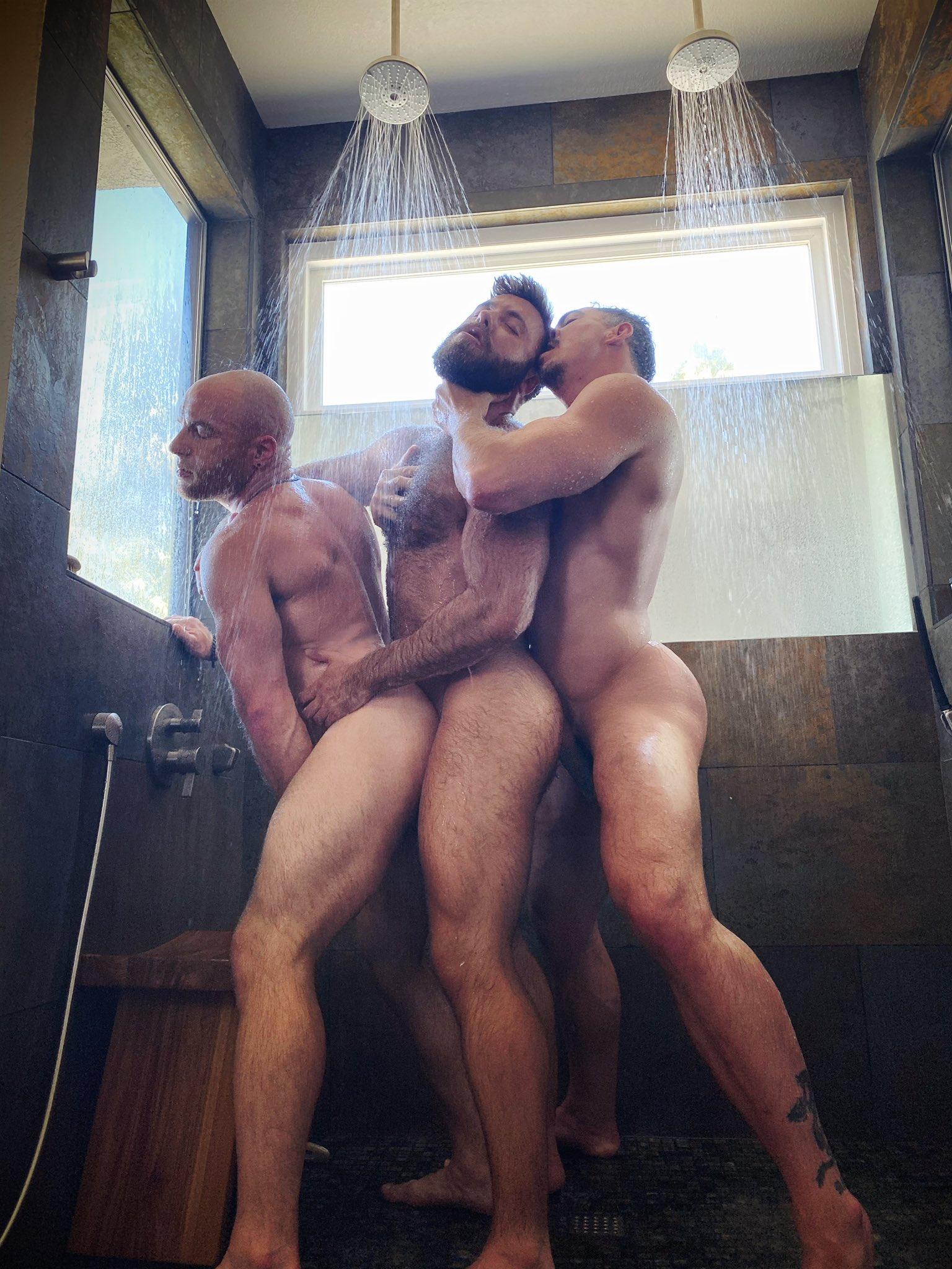 orgia en la ducha