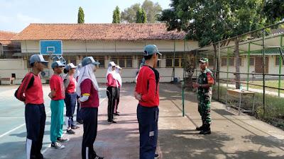 Tingkatkan kedisiplinan Siswa SMAN 6 Surakarta, Serka Nasirin Gembleng PBB*