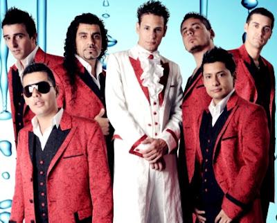 Imagen de Ráfaga son traje rojo y blanco