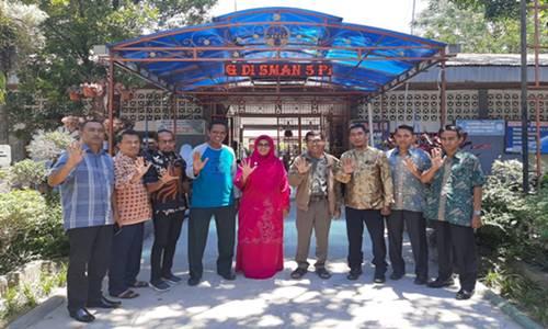 Kepsek SMAN 5 Padang Dukung Reuni Akbar dan Mubes Ikasmanli 2020