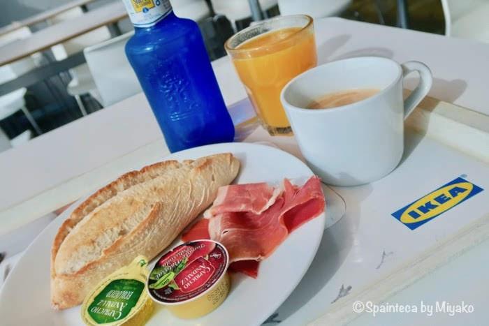 スペインのイケアの朝食メニューの生ハムサンドセット